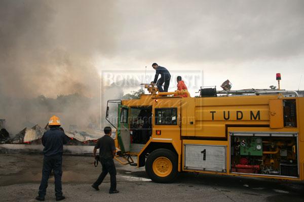 Fire destroys two office blocks of Global Upline | Borneo Post Online
