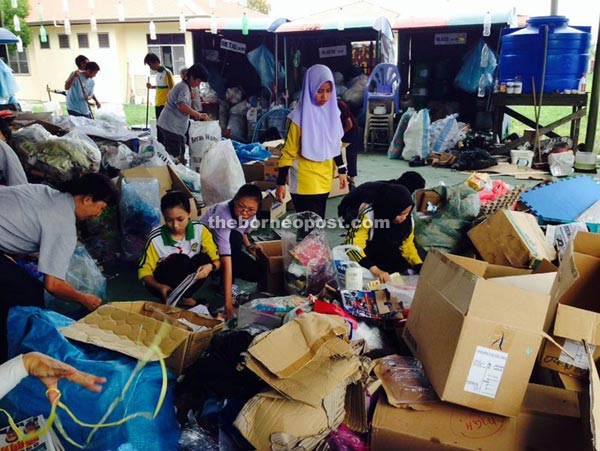SMK Lopeng Tengah recycling for charity   Borneo Post Online