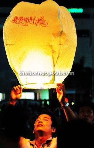 Lantern Festival celebrated in harmonious way at square | Borneo