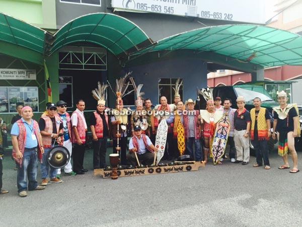 Historic parade showcases Dayak costumes, unity | Borneo