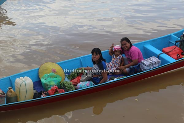 A speedboat takes passengers and their goods across the river.