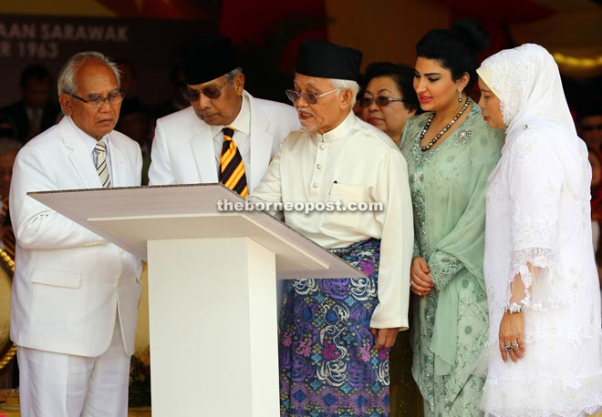 Taib (third right) signs the plaque to mark the 52nd anniversary of Sarawak's independence, witnessed by (from left) Jabu, Adenan, Ragad and Jamilah.