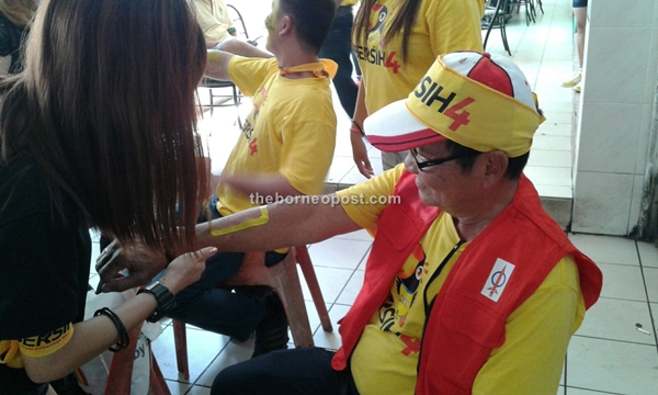 Another participant getting into Bersih spirit.