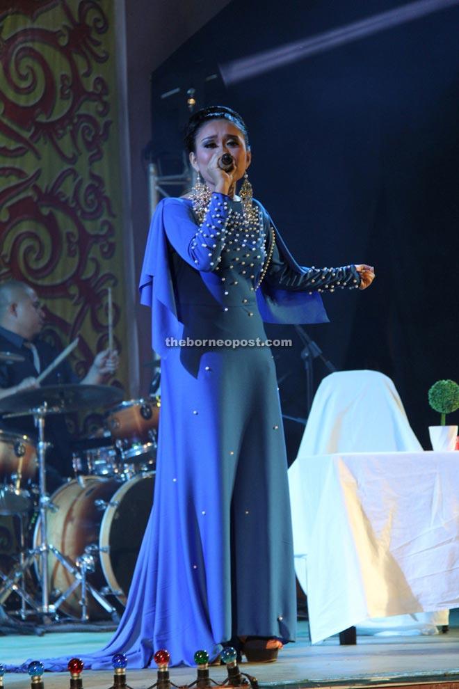 Eisner Nala wows both judges and guests with her song 'Penyayau Tebeleka Ketegal Pemula'.