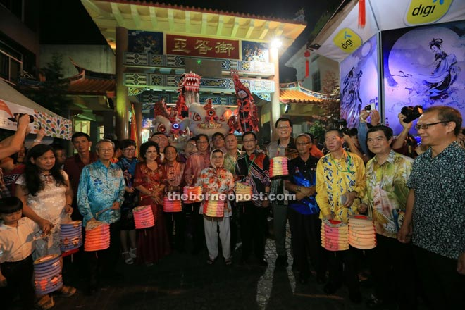 Tourism Minister Datuk Amar Abang Johari Tun Openg (centre) and local leaders at a Kuching Inter-Cultural Mooncake Festival held at Carpenter Street from Sept 22-27 this year.