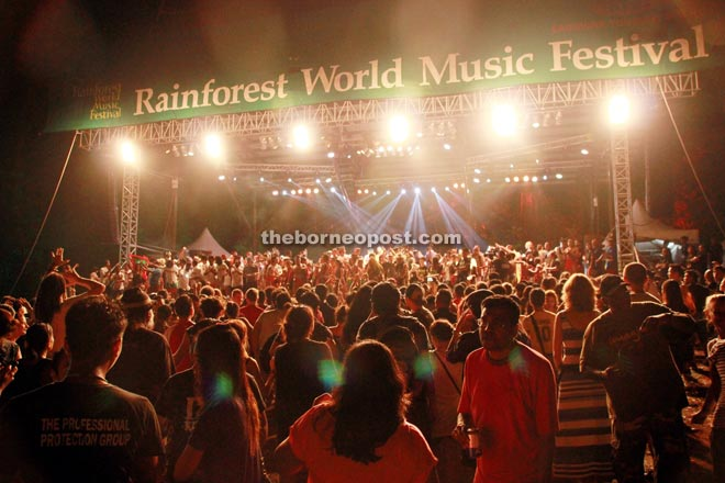 The finale of the 2015 Rainforest World Music Festival.