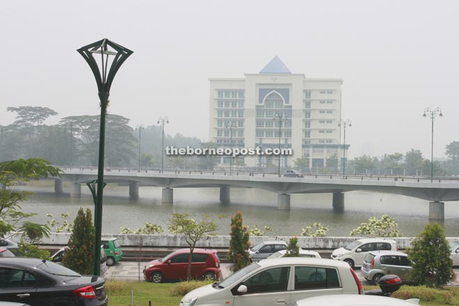 The air quality in front of the customs office yesterday was at unhealthy level. — Photo by Jeffery Mostapa