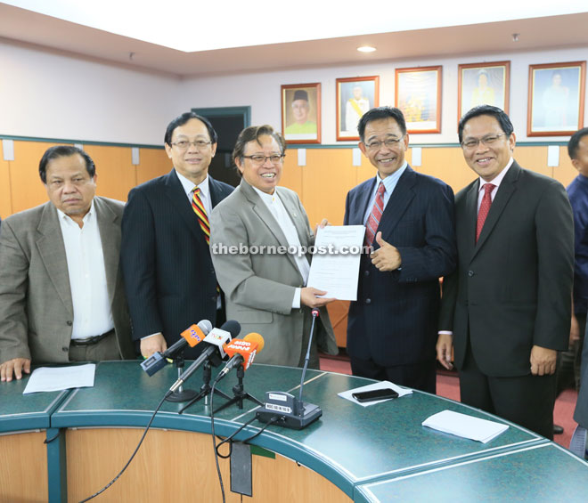 Abang Johari (centre) shows the proposal to reporters during the press conference in his office, witnessed by (from right) Dr Abdul Rahman, Abdul Karim, Harden and Abang Abdul Rauf.