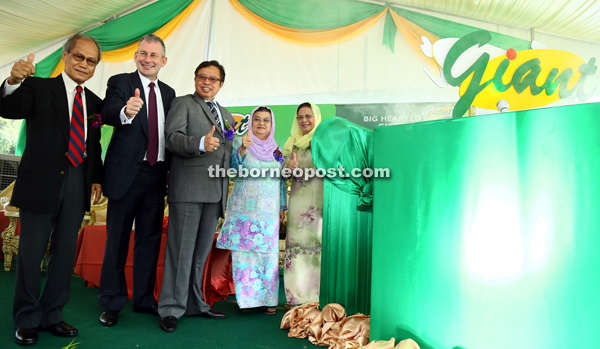 Abang Johari (centre) together with (from left) Safri, Ashdown, Abang Johari and Safri's wives respectively give the thumbs-up prior to the launch of Giant Petra Jaya Mall. — Photos by Muhammad Rais Sanusi