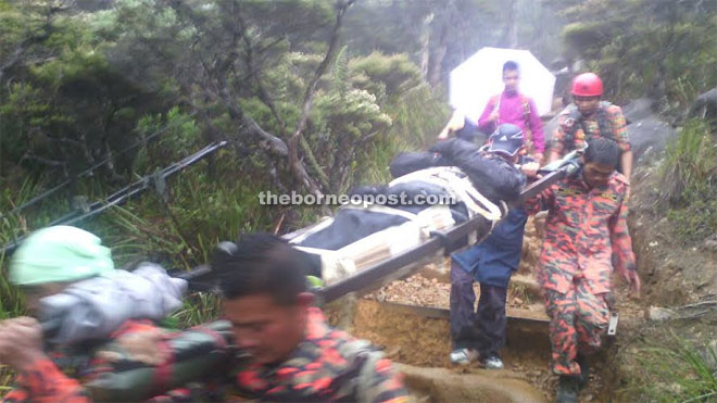 Mosar team carrying the victim down Mount Kinabalu on Tuesday evening.
