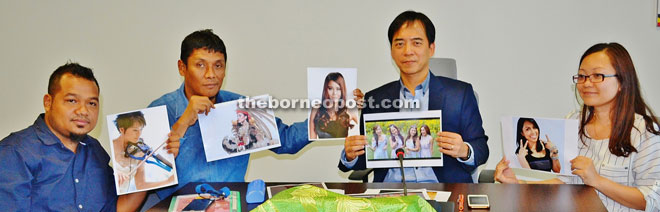 Hii (second right), Rosnan (second left), Jumali and Casseylia showing pictures of some of the artistes.