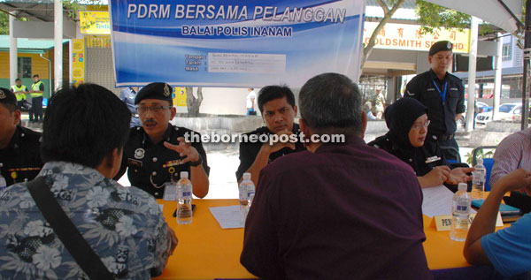 Chandra (centre) listerning to a complaint made by a resident from Inanam. Also seen are Nor Azizulkifli (left) and Kalsom.