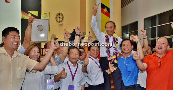 Tiong with his supporters hoisting him in jubilant mood.