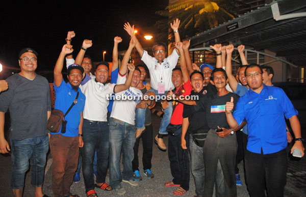 Dr Annuar and his supporters celebrate the win.