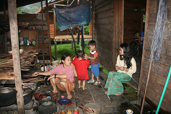 With no modern basic necessity, the Penans still use traditional way of cooking.