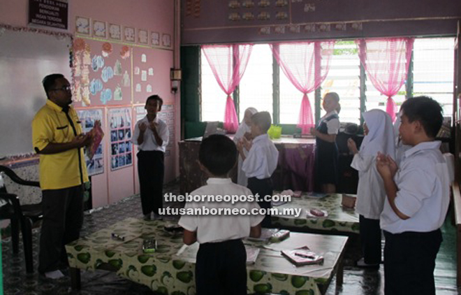 Muslim students of SJK Chung Hua Spaoh take their religious lesson.