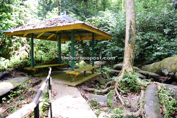 A resting hut for visitors next to the 'Snake Rock'.