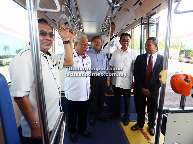 Manyin (second left) and Morshidi (centre) inspecting the interior of one of the buses after the handover ceremony. They are accompanied by Awang Bemee (left), Abdul Karim (second right) and Mohd Azam.
