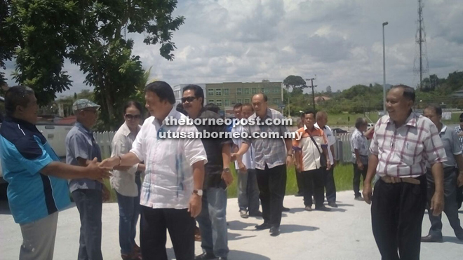 Mawan greeting Teras members at Saratok Resthouse compound on Sunday.