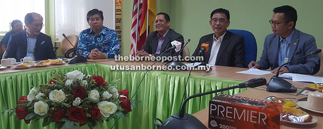 Karim (second right) seen with Razali (right), Ong (second left) and others during the press conference yesterday.