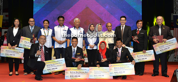 The award recipients and others in a photocall with Manyin standing at fifth left.