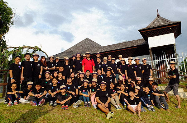 A photo-call for the participants and facilitators at Fort Alice.