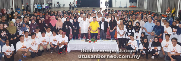 Dr Sim (standing centre) and Mohamad Kadim (on Dr Sim's right) in a group photo with Unimas officials, camp participants and their facilitators.