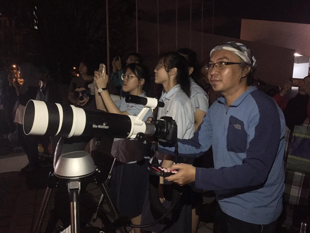 Supermoon Attracts 1 000 People In Kota Kinabalu Borneo Post Online