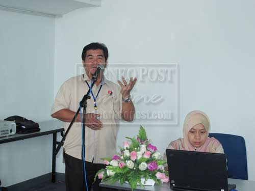 SCHO BRIEFING:  Ipoi and Dayang Morzanah conducting a briefing on the Sarawak Cultural Heritage Ordinance 1993.