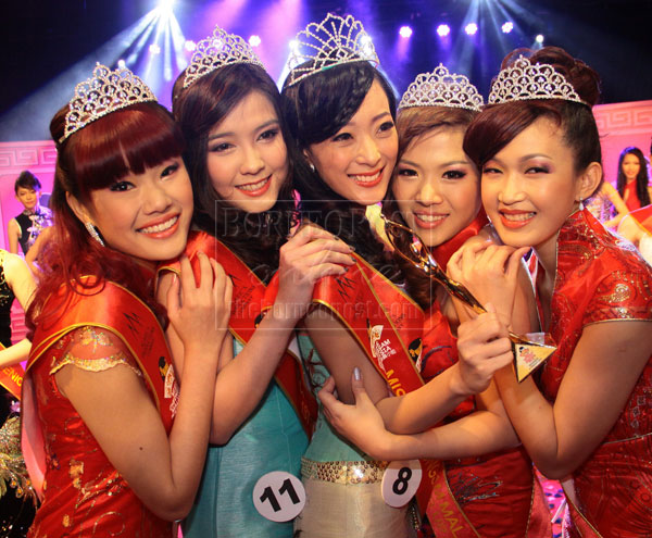 TOP FIVE: Lim (centre) shares her joy with (from left) Lau, Tneh, Liew and Ten.