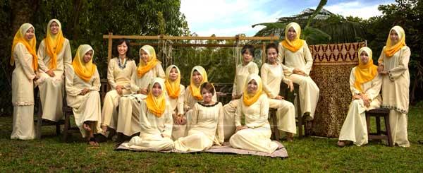 ELEGANT: The Tanoti weavers. (Photo courtesy of Irene Chen for Tanoti Sdn Bhd)
