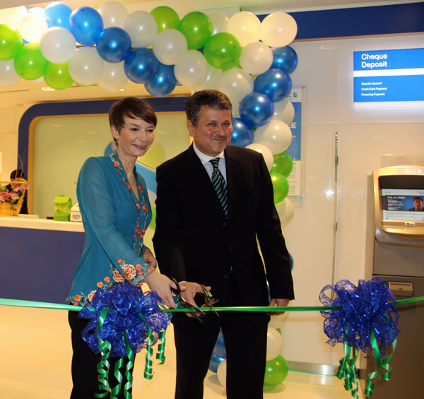 ROBUST GROWTH: Wasim (right) and Wedrychowicz cut the ribbon to officially usher in Saadiq's first branch in Sarawak, located at tHe Spring Mall.