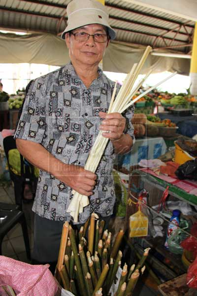 NATURAL INGREDIENT: David holds young tepus stems which he sells at the Kota Sentosa wet market. — photo by Karen Bong