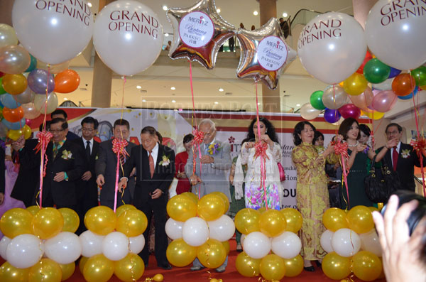 COLOURFUL CEREMONY: Taib (fifth right), Ragad (fourth right), Lau (third left), George Chan (far left) and Milly Goh (third right) cutting the ribbon to mark the official opening of Bintang Megamall New Wing at Bintang Megamall yesterday.
