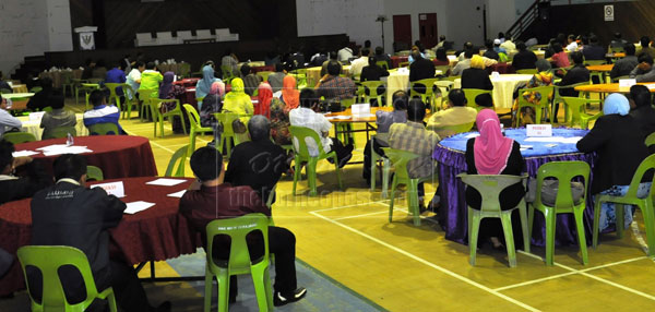 FINAL TOUCH: Election workers for P222 Lawas attending the final briefing before the 13th general election is called.