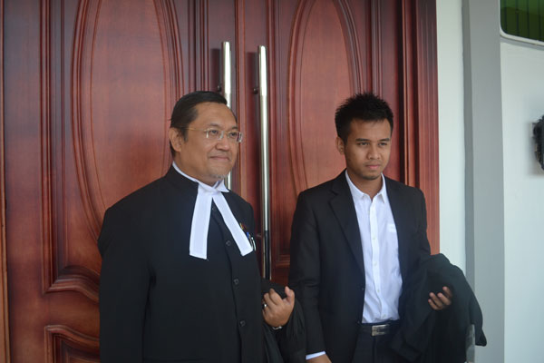 READY FOR THE TRIAL: Awang Armadajaya (left) and Azul at the High Court after attending to the case.