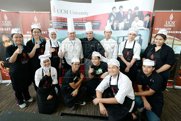 LEARNING EXPERIENCE: Group photo of all the participants with the judges (back row, from fourth left)  Chef Melvin from BCCK, Joseph Martin Pudun from UCSI University and Chef Inchin from UCSI University.