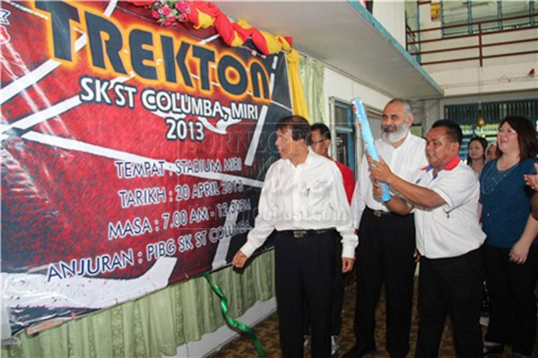 STRIKING: Ting (left) unveils the Trekton poster, witnessed by (from second left) Karambir, James and others.