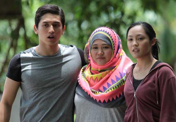 Actors and actresses — Roya Sungkono (Ali), Nadiah Wahid (Nadia Malik) and Liyana Yus (Yasmine).