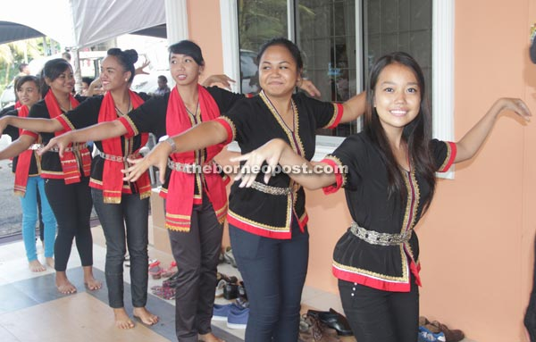 Teenage girls from Kampung Taee performing a traditional dance.