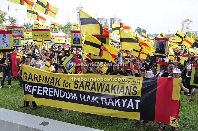 Participants at the S4S assembly in Sibu calling for a referendum.