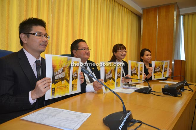 (From left) Wong, Sempurai and Hie Ping hold the Borneo Talent Award 2015 posters.