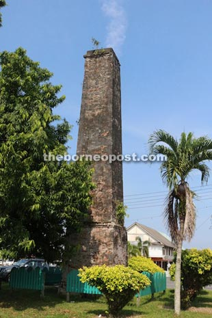 This 20-metre tall brickwork chimney was left behind when the Mukah sago processing factory closed in the early 20th century.