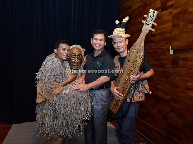 STB chief executive officer Datu Ik Pahon Joyik (centre), with renowned sape player Mathew Ngau Jau (right) who fronts ethnic Sarawak band Lan E Tuyang and another performer.