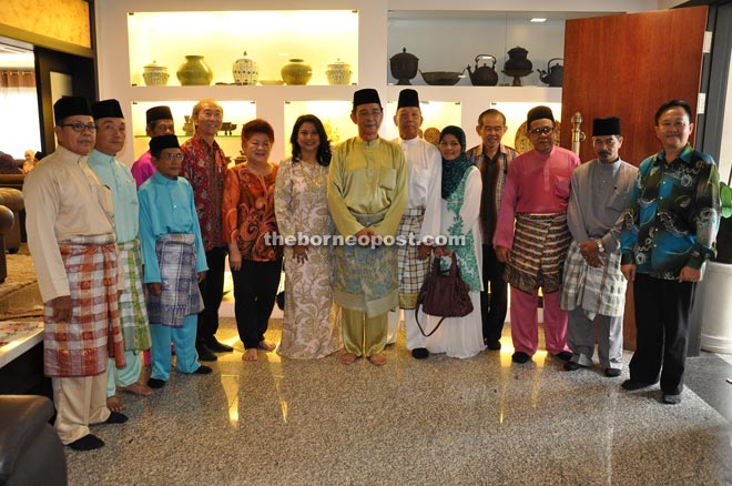Abdul Karim (eighth left) and wife Datin Zuraini Abdul Jabbar (seventh left) with the Chinese and Malay community leaders on their visit during Hari Raya Aidilfitri open house yesterday.