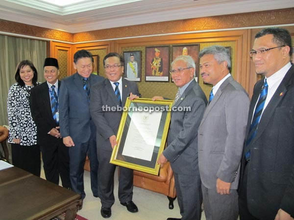 Kadim (centre) presents the Letter of Appointment to Jabu.