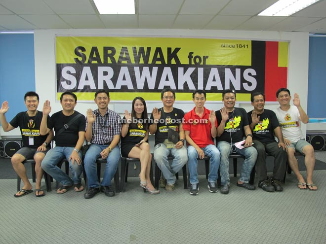 Chai (centre holding the invitation card) in a photo call with several members of the organising committee.