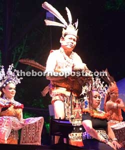 The 'miring' ceremony performed before the first night performance kicked off on Friday.