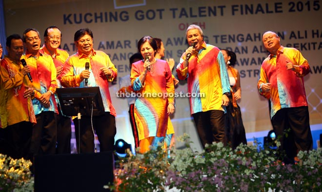 Awang Tengah (second right) managed to round up a few people to join him onstage in a rendition of 'Berkikis Bulu Betis', including Chan's wife Datin Catherine Sng.