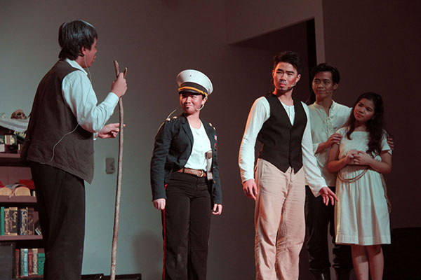 (From left) All eyes are on Gonzalo as he delivers his remarks to Alonso, Prospero, Ferdinand and Miranda.